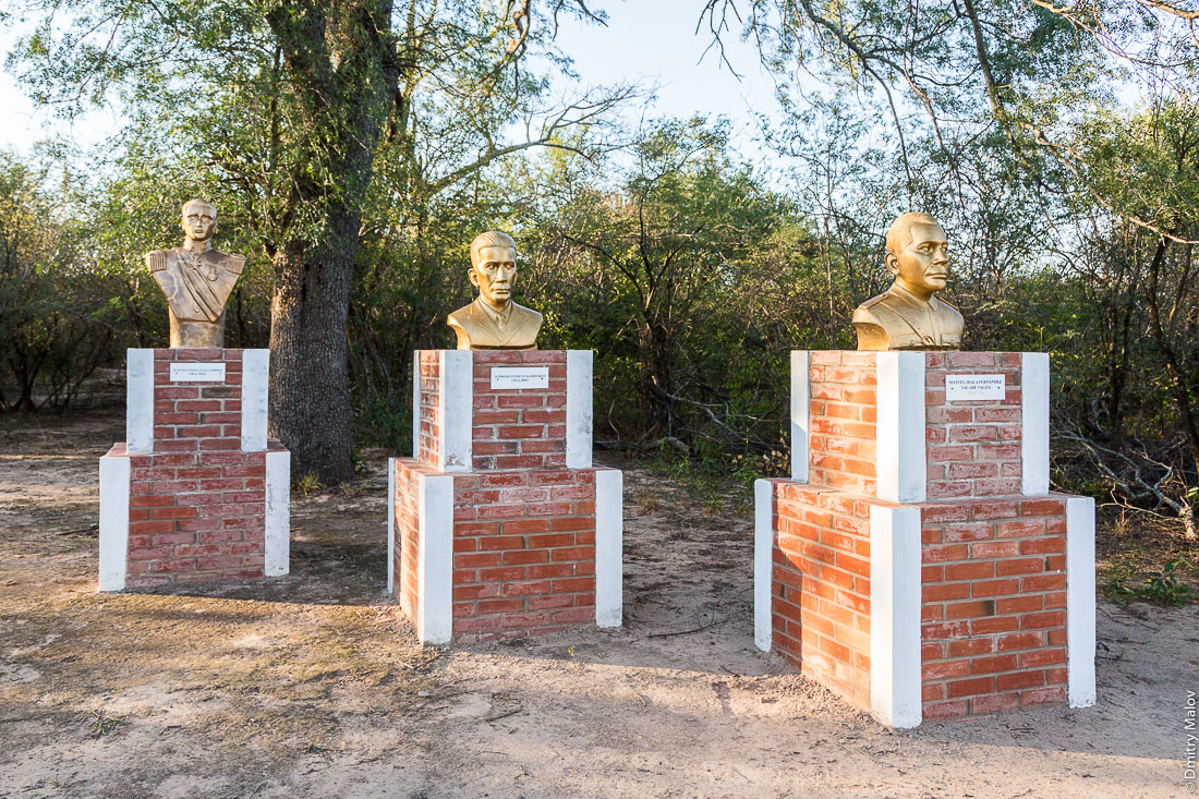 Monument to heroes of Chaco war: Juan Bautista Ayala, Alfredo Patricio Ramos Rios, and Manuel Irala Fernández (Jakare Valija), at Fortín Toledo, Gran Chaco, Paraguay. Монумент героям Чакской войны, Фортин-Толедо, Гран-Чако, Парагвай.