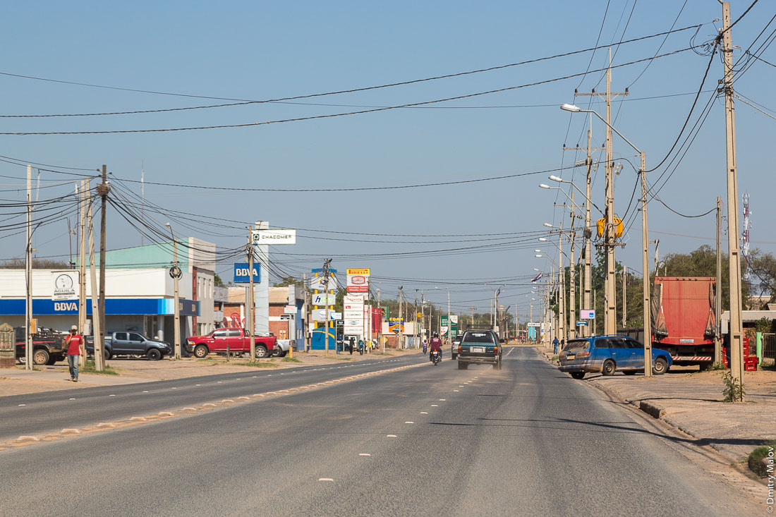 Улица города Лома-Плата, колония Менно, Гран-Чако, Парагвай. Loma Plata town street, Colony Menno, Gran Chaco, Paraguay