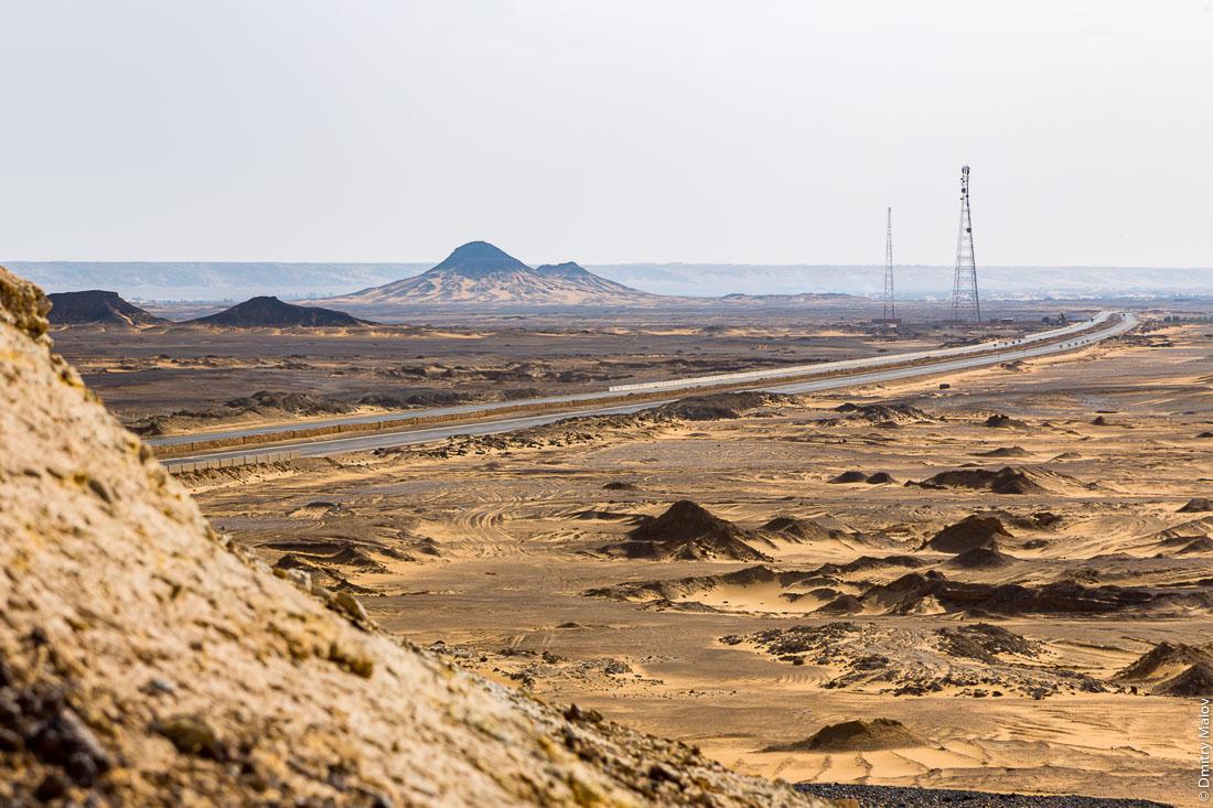 Black desert, Al-Bawiti, Oasis of Bahariya, Western Desert, Sahara, Egypt. Черная пустыня, Аль-Бавити, Оазис Бахария, Западная пустыня, Сахара, Египет.