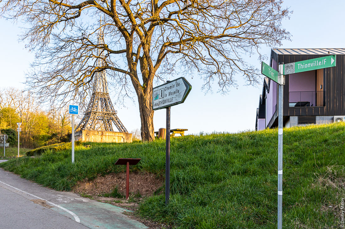 France border at the tripoint of the borders of Germany, France and the Luxembourg, at the birthplace of the Schengen Agreement. Perl, Germany. Apach, France. Граница Франции у трипоинта границ Германии, Франции и Люксембурга, в месте подписания Шенгенского соглашения. Перл, Германия. Апаш, Франция
