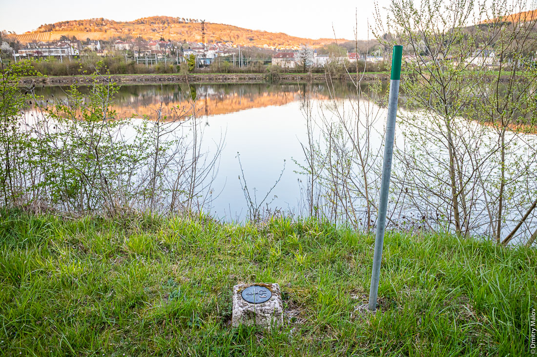 Survey marker (geodetic mark) at the France-Luxembourg border. Moselle river, Schengen, Luxembourg. Геодезический знак на границе Франции и Люксембурга. Река Мозель, Шенген, Люксембург