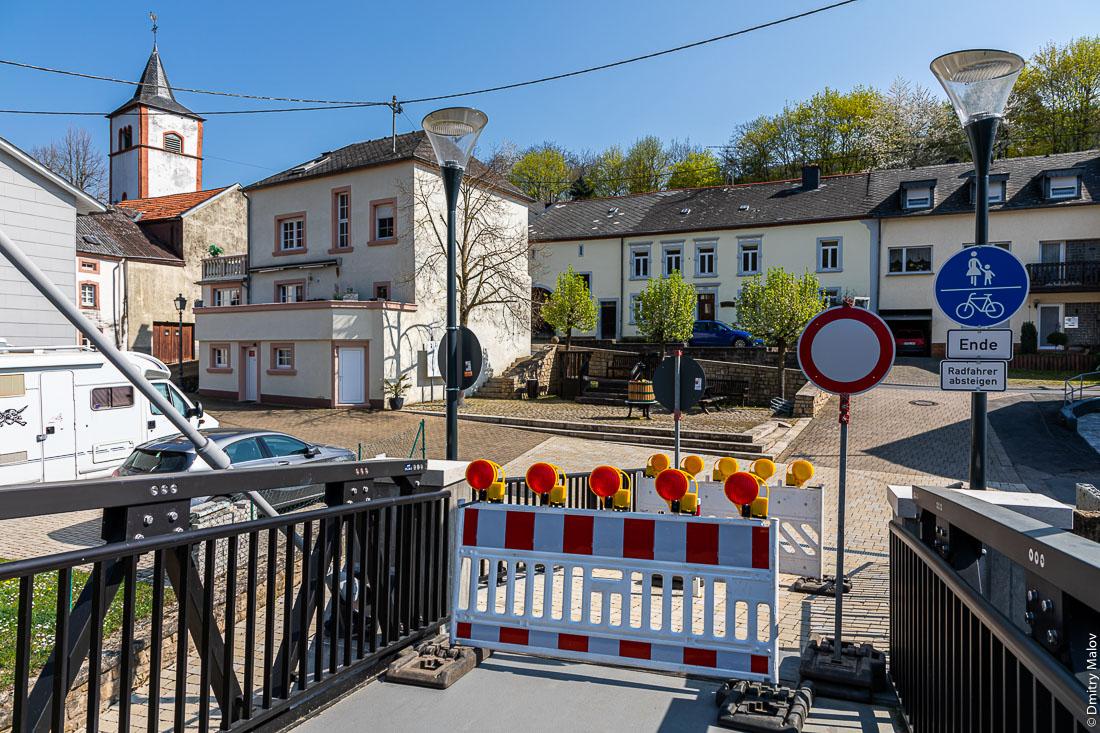 Перекрытая из-за коронавируса граница Люксембург - Германия в Моерсдорфе-Метцдорфе