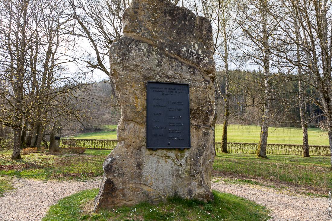 Monument of Europe at the tripoint of borders of Luxembourg, Belgium and Germany in Lieler-Ouren. Монумент Европы у трипоинта границ Люксембурга, Бельгии и Германии в Лилере-Оурене.