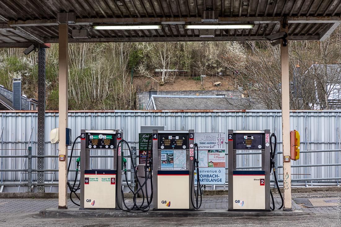 Gas fuelling station as Highway N4 run through Rombach, Luxembourg and  Martelange, Wallonia, Belgium. АЗС на шоссе N4, проходящем через Ромбах, Люксембург и Мартеланж, Валлония, Бельгия