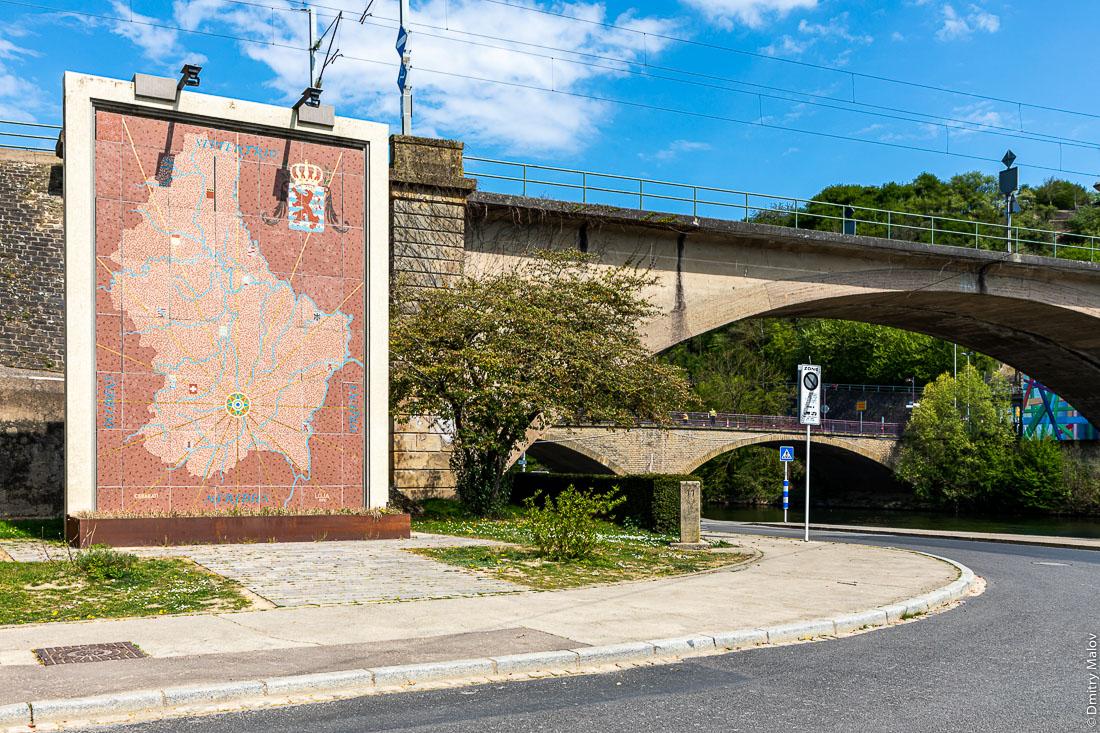 Sûre river two bridges crossing, at Luxembourg-German border from Oberbillig to Wasserbillig. Железнодорожный и автомобильные мосты через реку Зауэр, на границе между Люксембургом и Германией от Обербиллига до Вассербиллига.