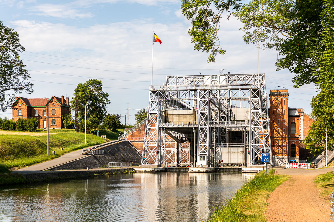 Boat Lift #1 on the Canal du Centre, La Louvière, Belgium. Судоподъёмник №1 Центрального канала в Бельгии. World Heritage Site of UNESCO.