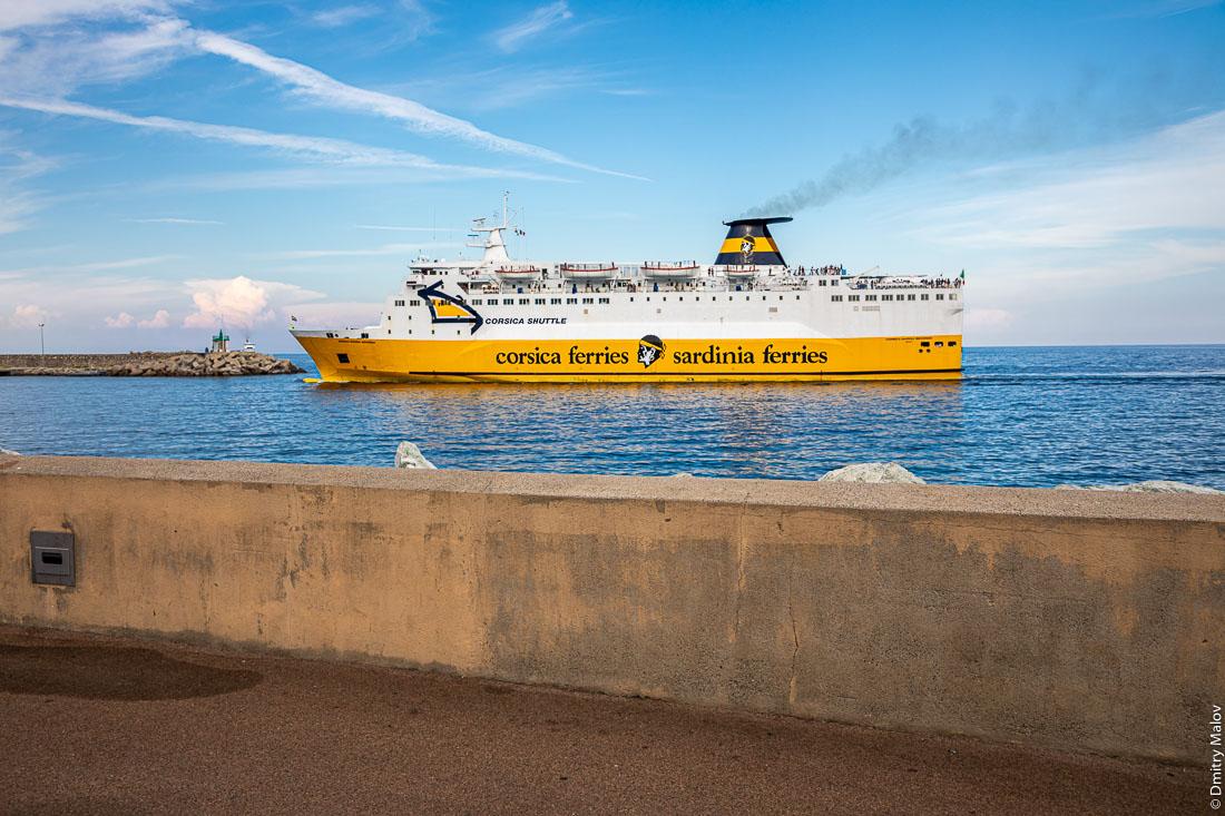 Прибытие парома Corsica-Sardinia ferries, Бастия, Корсика