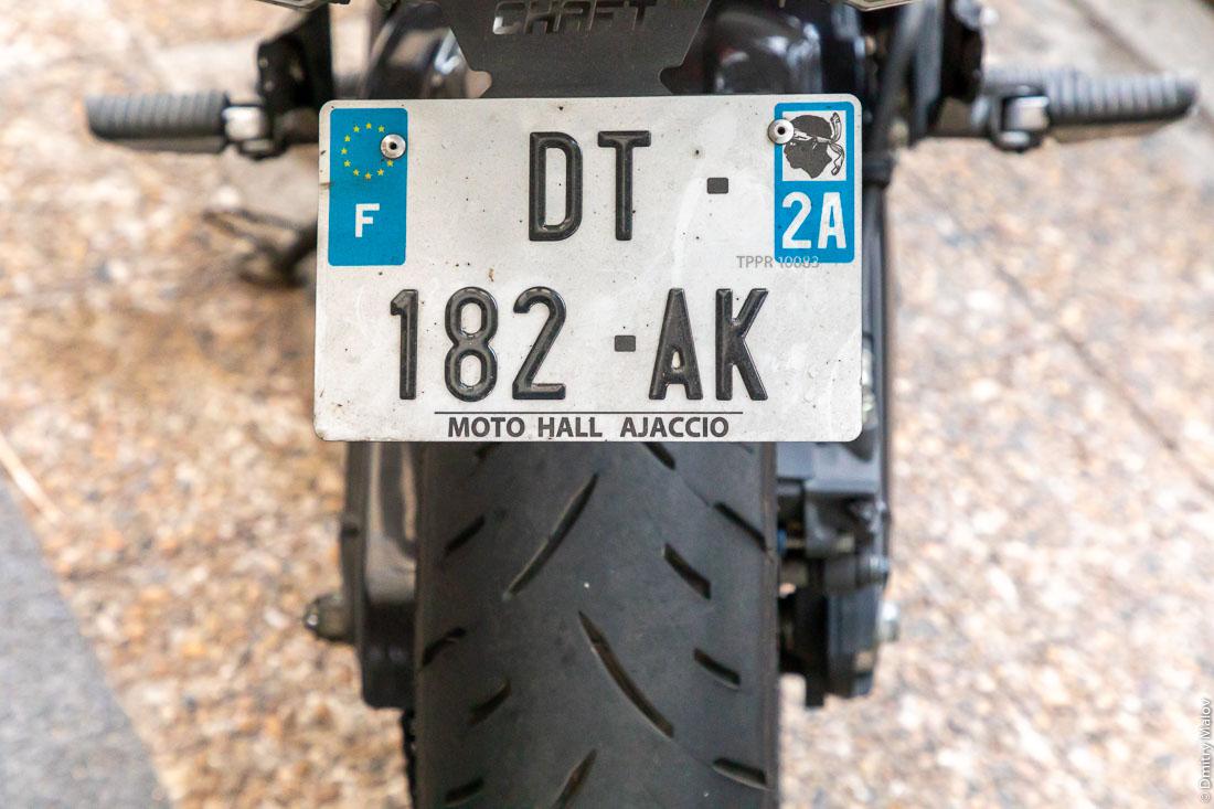 Французский мотоциклетный автомобильный номер F DT-182-AK региона A2 Корсика. Moto Hall Ajaccio