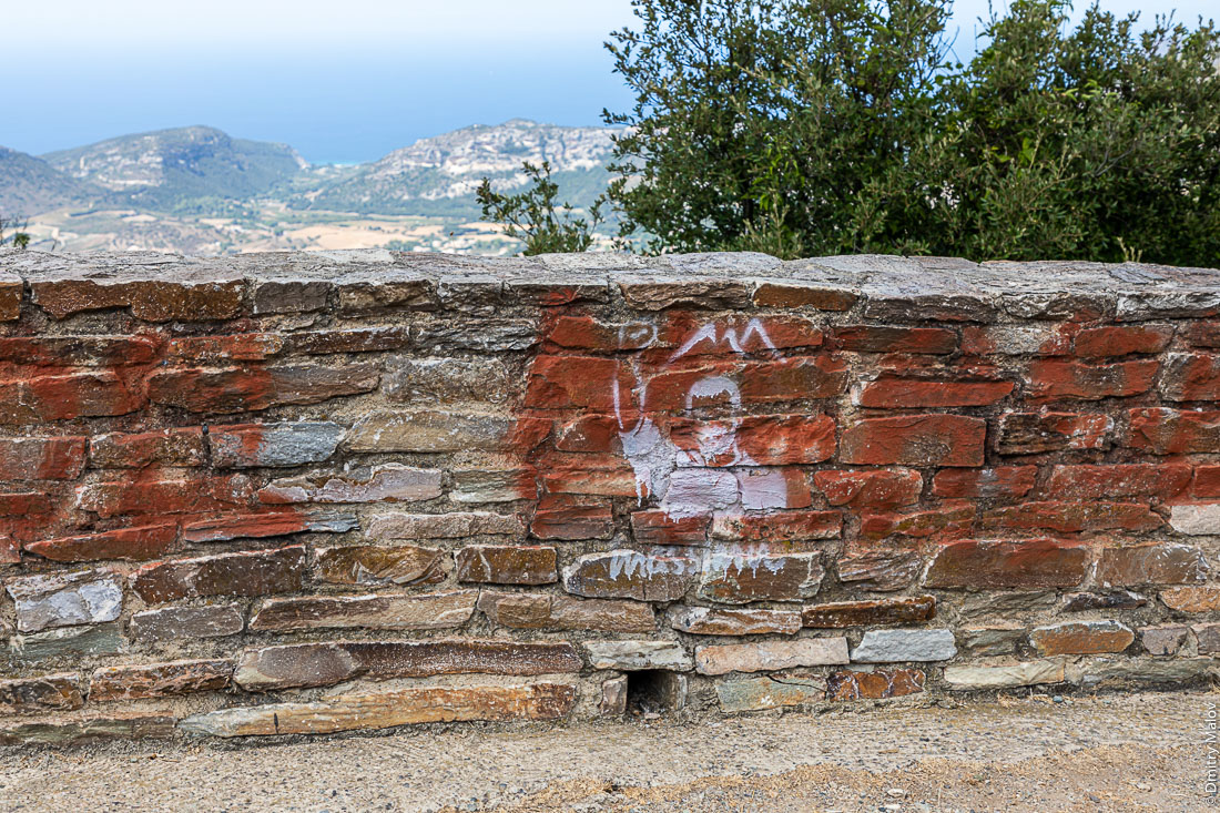 Massimu man's siluette graffiti, Corsica. Граффити в виде мужского силуэта Massimu, Корсика