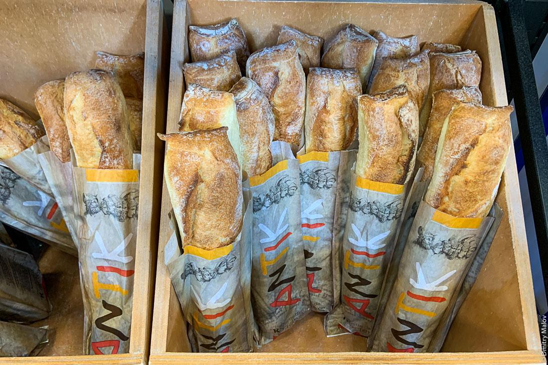 Продажа багетов, Корсика, Франция. Sale of baguettes, Corsica, France. Antik