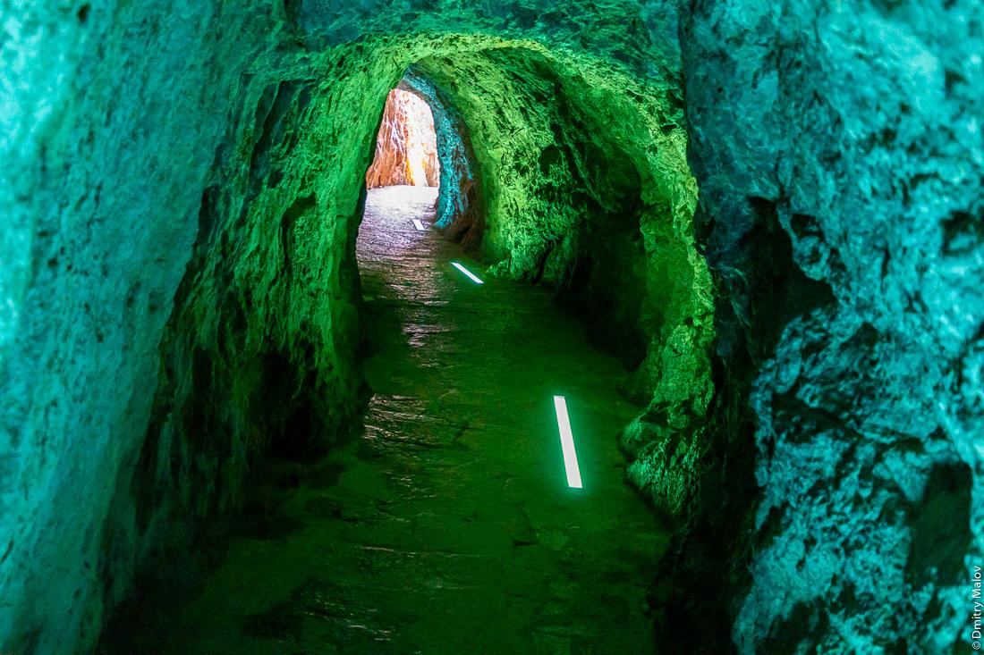 Пешеходный тоннель без обделки на побережье Майорки, Испания