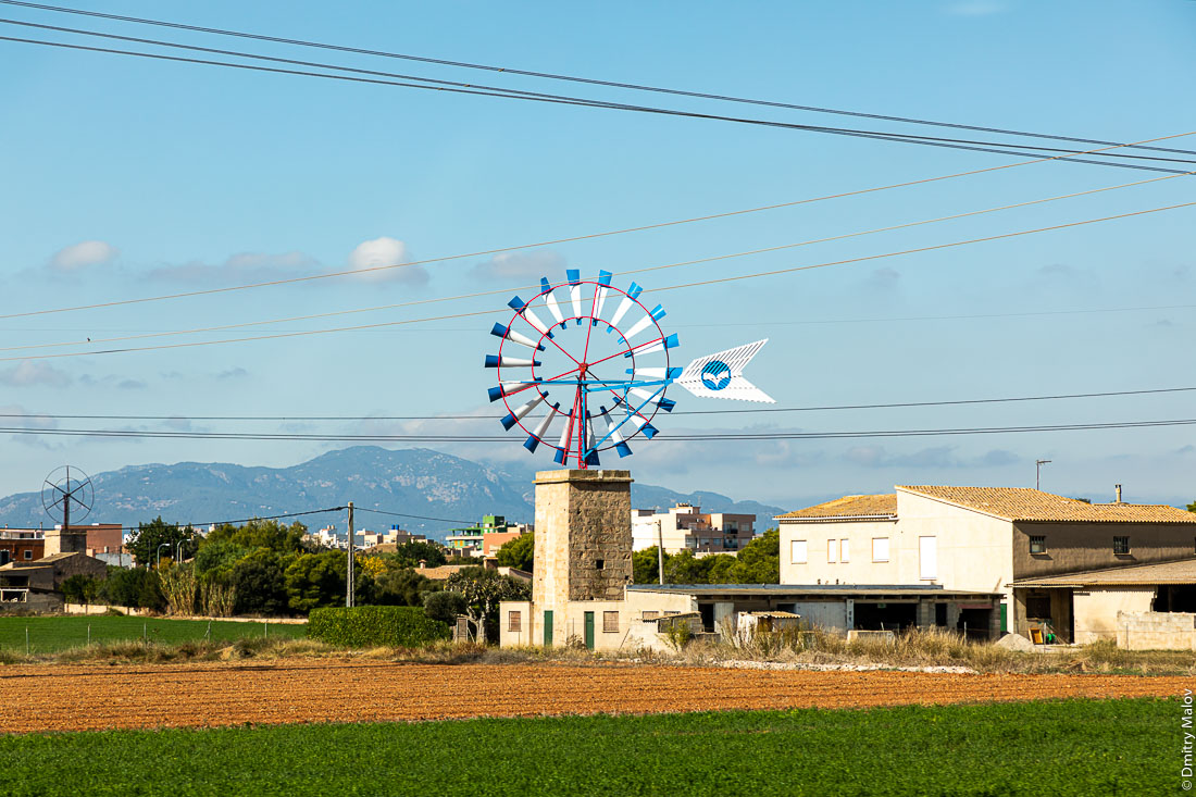 Старые ветряные мельницы. Мальорка, Испания.