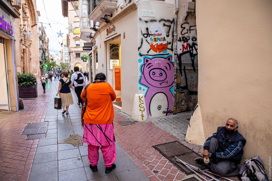 Жители и туристы, городская жизнь, улицы. Пальма-де-Мальорка.