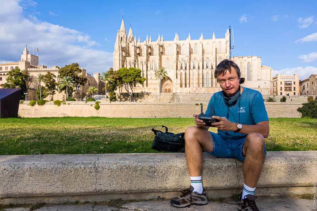 Дмитрий Малов запускает дрон в Пальме-де-Мальорке