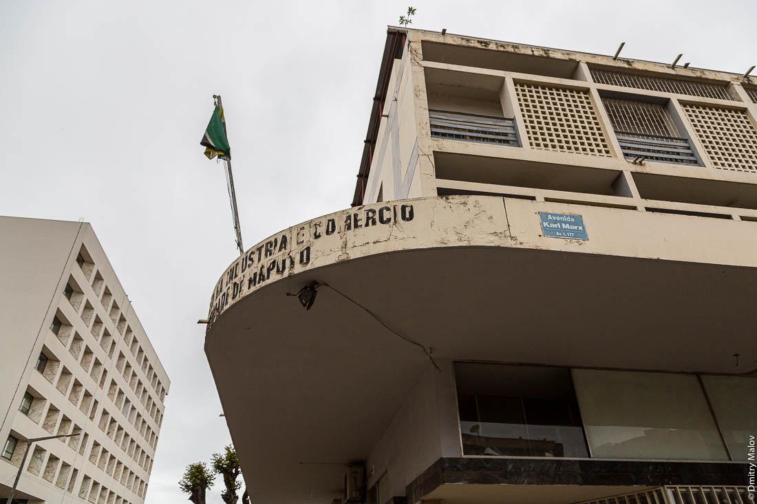 Дом и табличка Улица Карла-Маркса. Город Мапуту, Мозамбик, Африка
