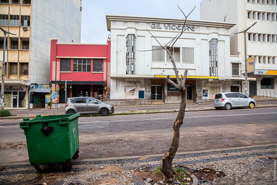 Cinema Gil Vicente in Maputo, Mozambique. Кинотеатр в стиле ар-деко. Мапуту, Мозамбик, Африка.