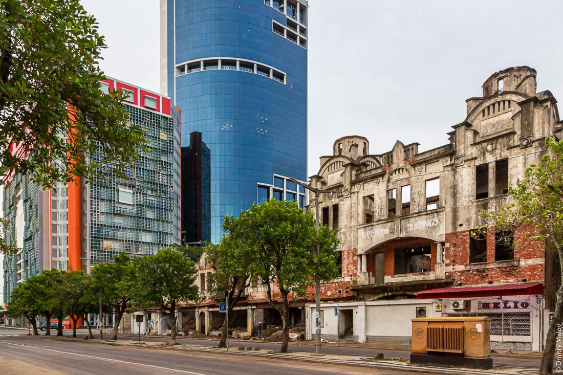 Мапуту постепенно наступает на Лоренсу-Маркиш. Центральный проспект. Новостройки. Разуршение старого здания.