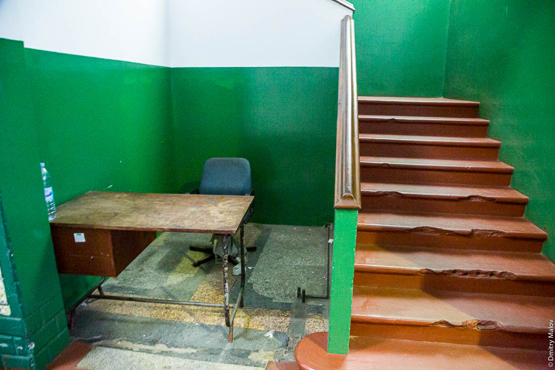 Рабочее место вахтёра. Мапуто, Мозамбик