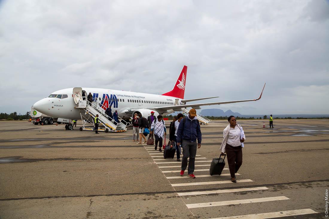 LAM - Linhas Aéreas de Moçambique (MZ) C9-BAQ Boeing 737-752(WL) Poelela. Аэропорт города Нампула, Мозамбик, Африка