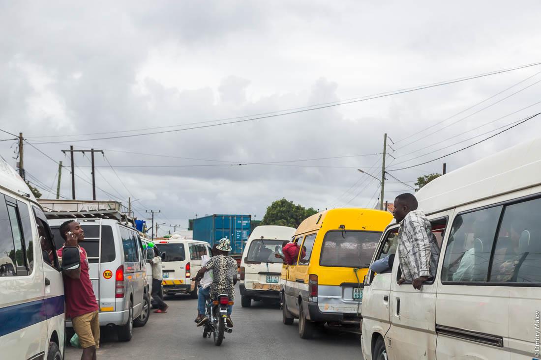 Пробка. Африканская дорога, Нампула, Мозамбик, Африка