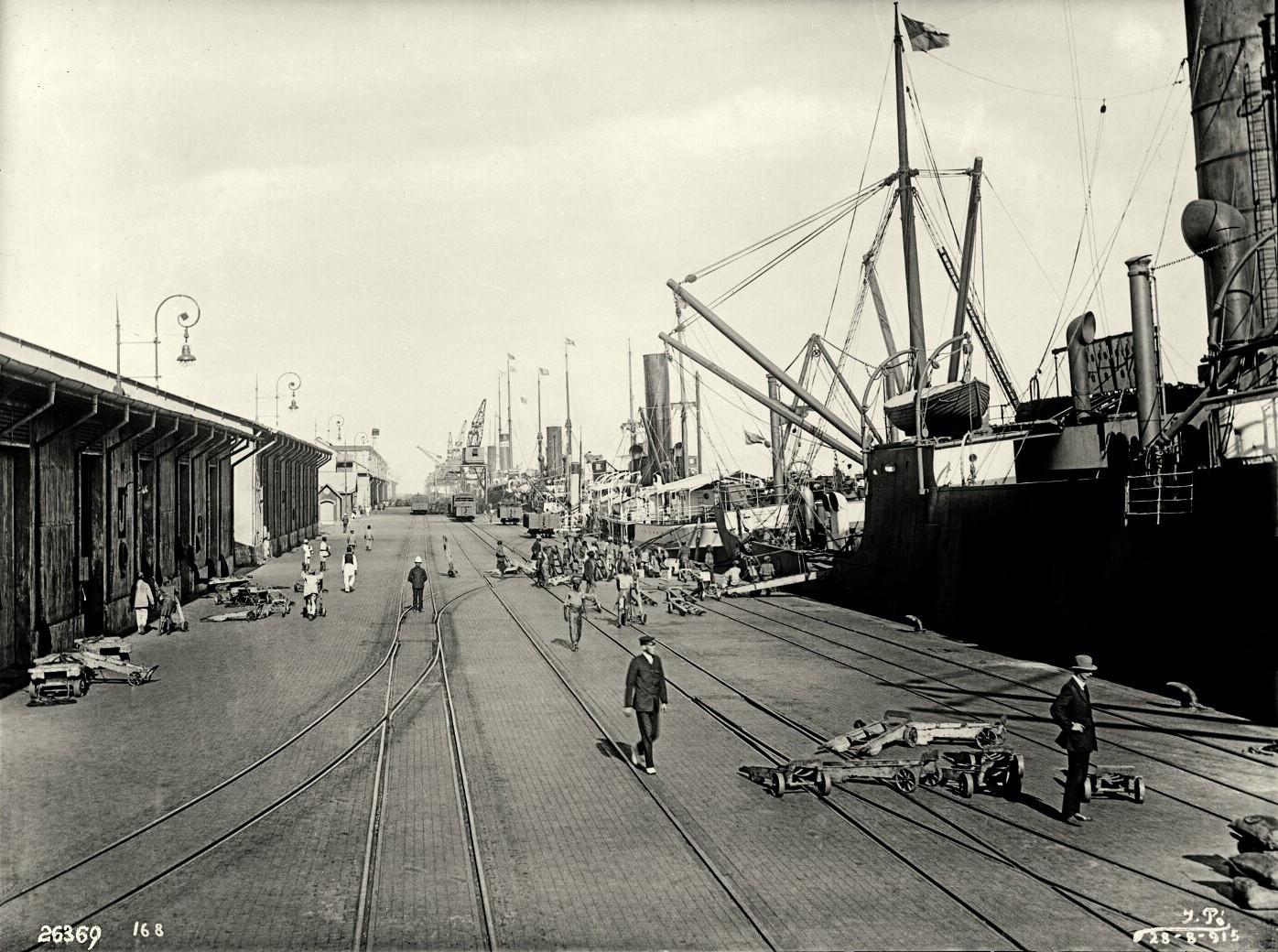 Пирс Горжан в портру Лоренсу-Маркиш, днем 28 августа 1915 года, в субботу, в разгар Первой мировой войны. Историческое фото